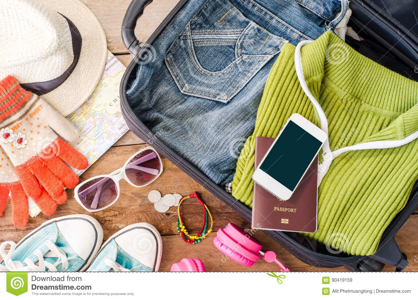 Podróżuje akcesoria, odzieżowy portfel, szkła, telefon słuchawki, buta kapelusz, Przygotowywający dla podróży