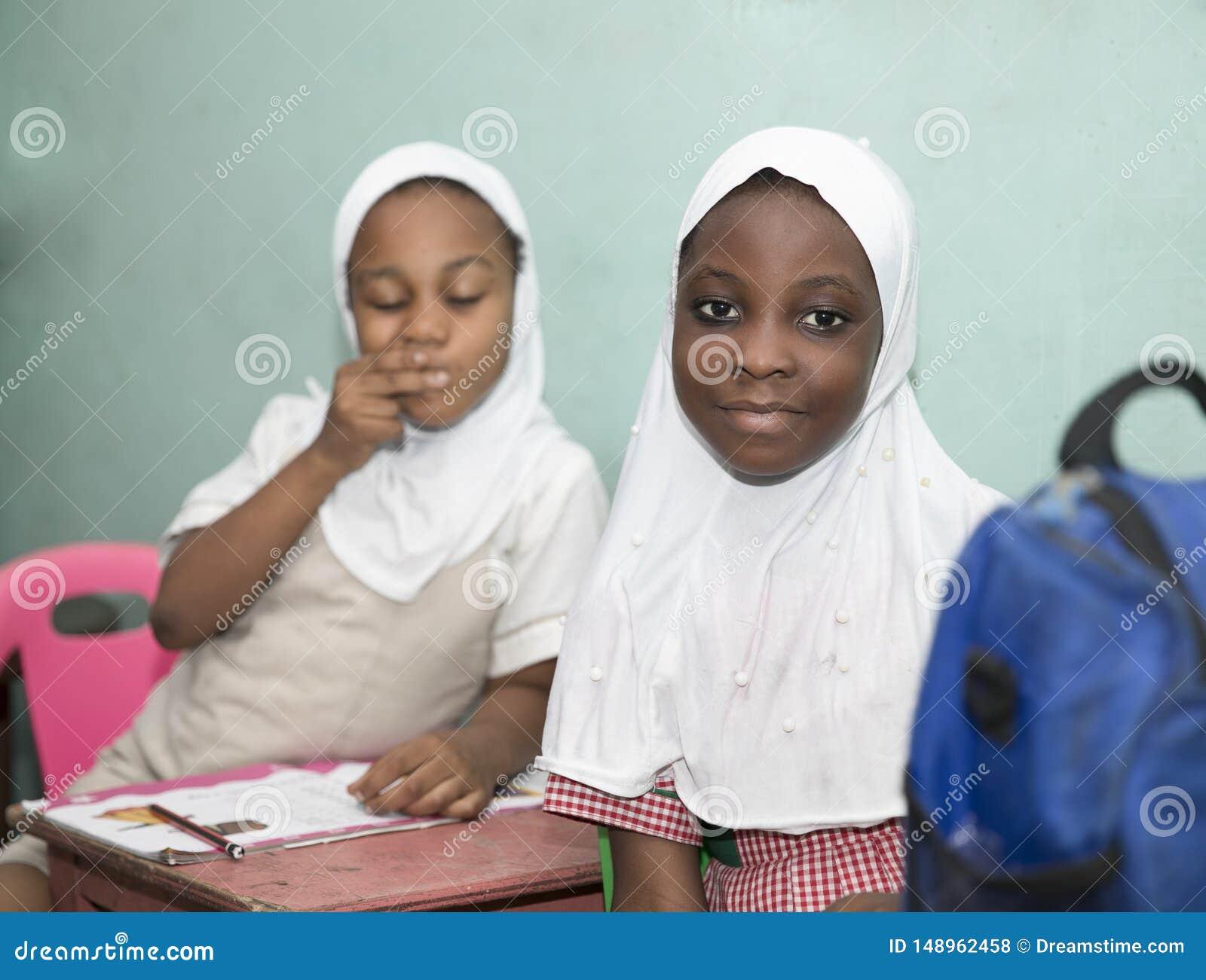 Podstawowi dzieci w wieku szkolnym od Ghana, afryka zachodnia