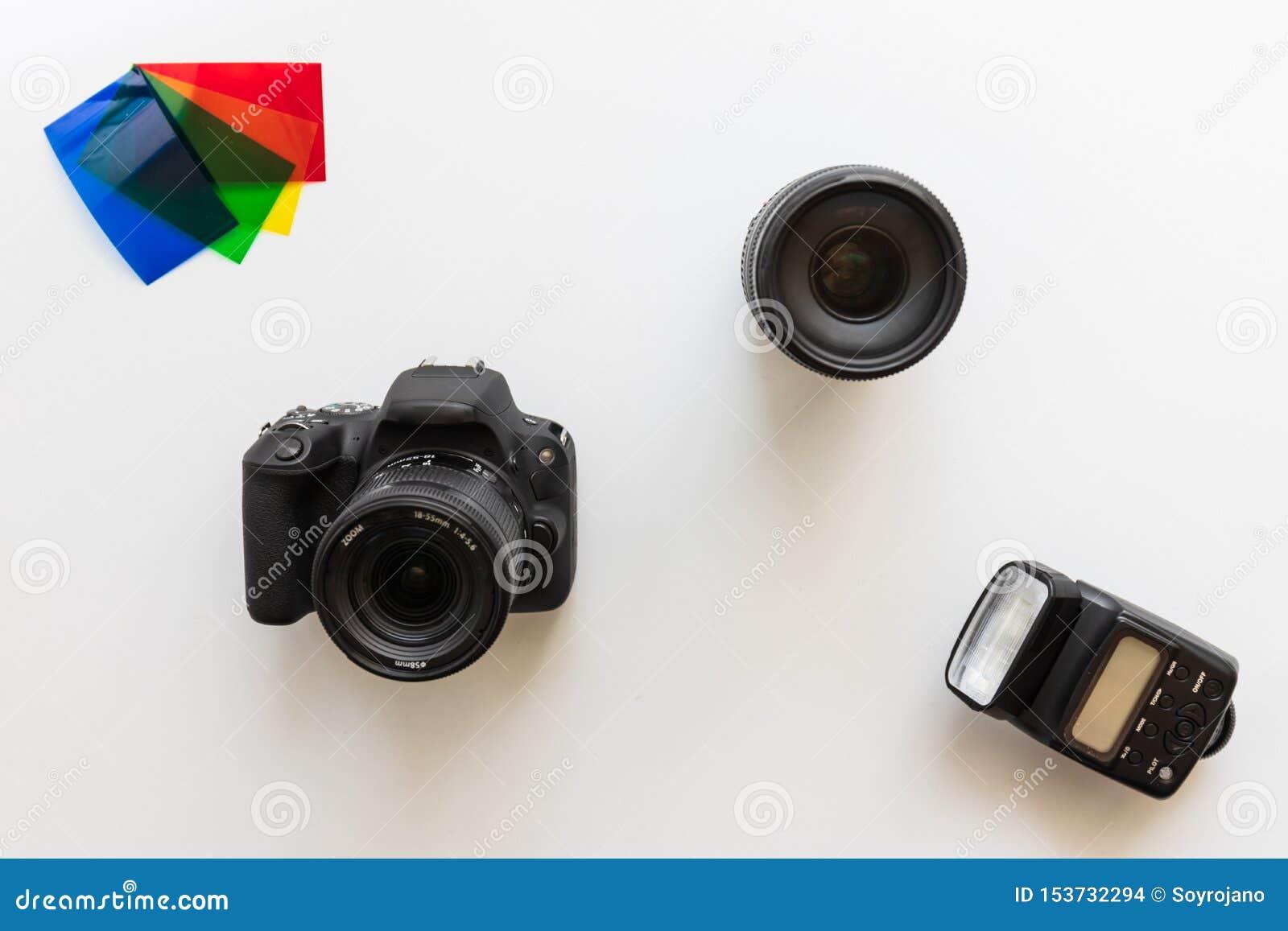 Podstawowy fotograficzny wyposażenie, błysk, obiektyw, kolor gels