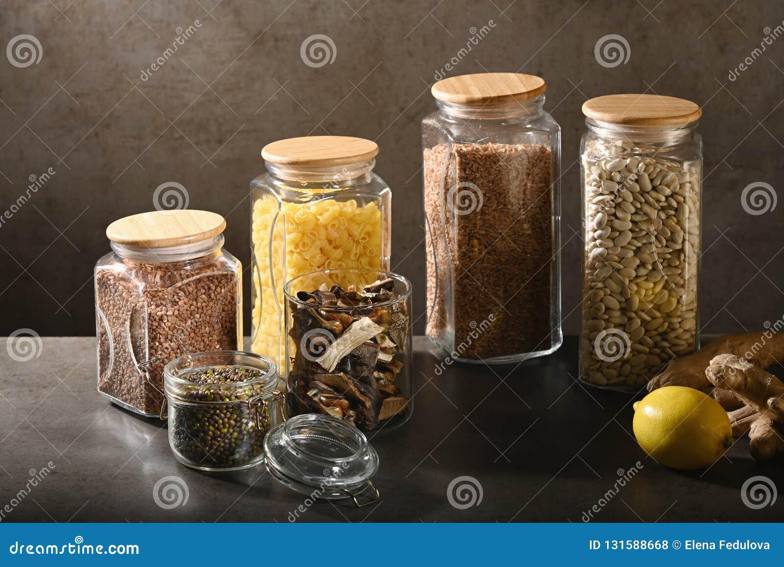 Podtrzymywalny styl życia pojęcie, zero odpadów, zboża i Beas w szkle, eco życzliwy, klingeryt uwalniamy rzeczy