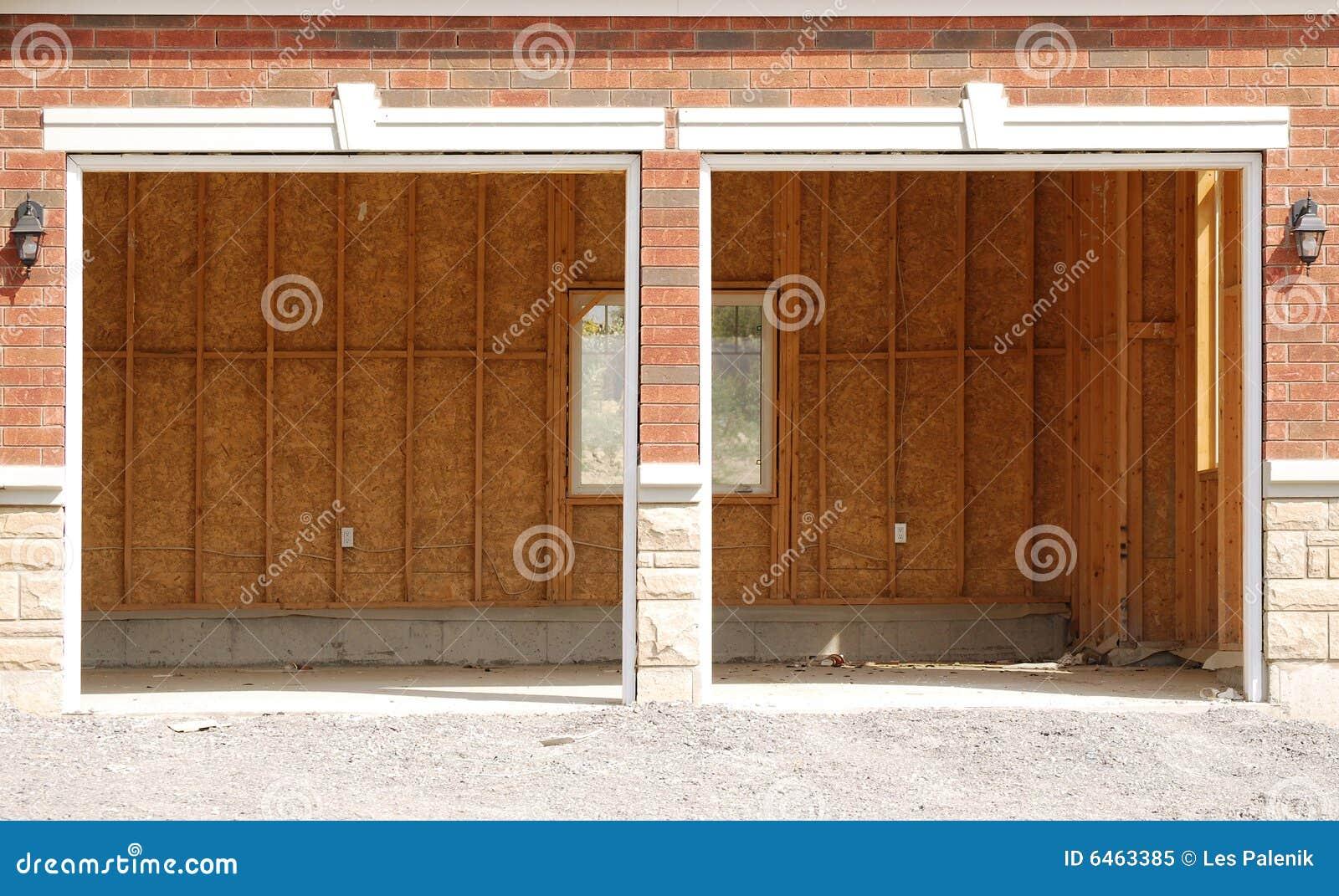 Podwójne okna niedokończony garażu