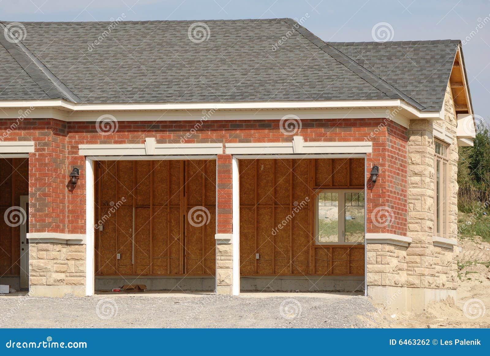 Podwójny garaż niedokończony