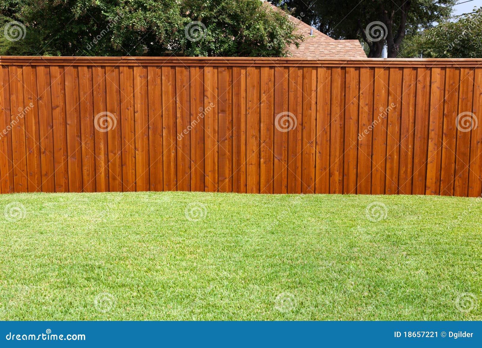 Podwórza ogrodzenie