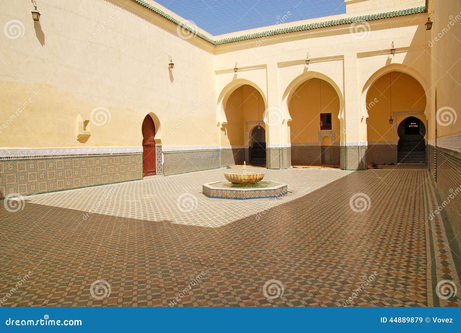 Podwórze mauzoleum Moulay Ismail w Meknes