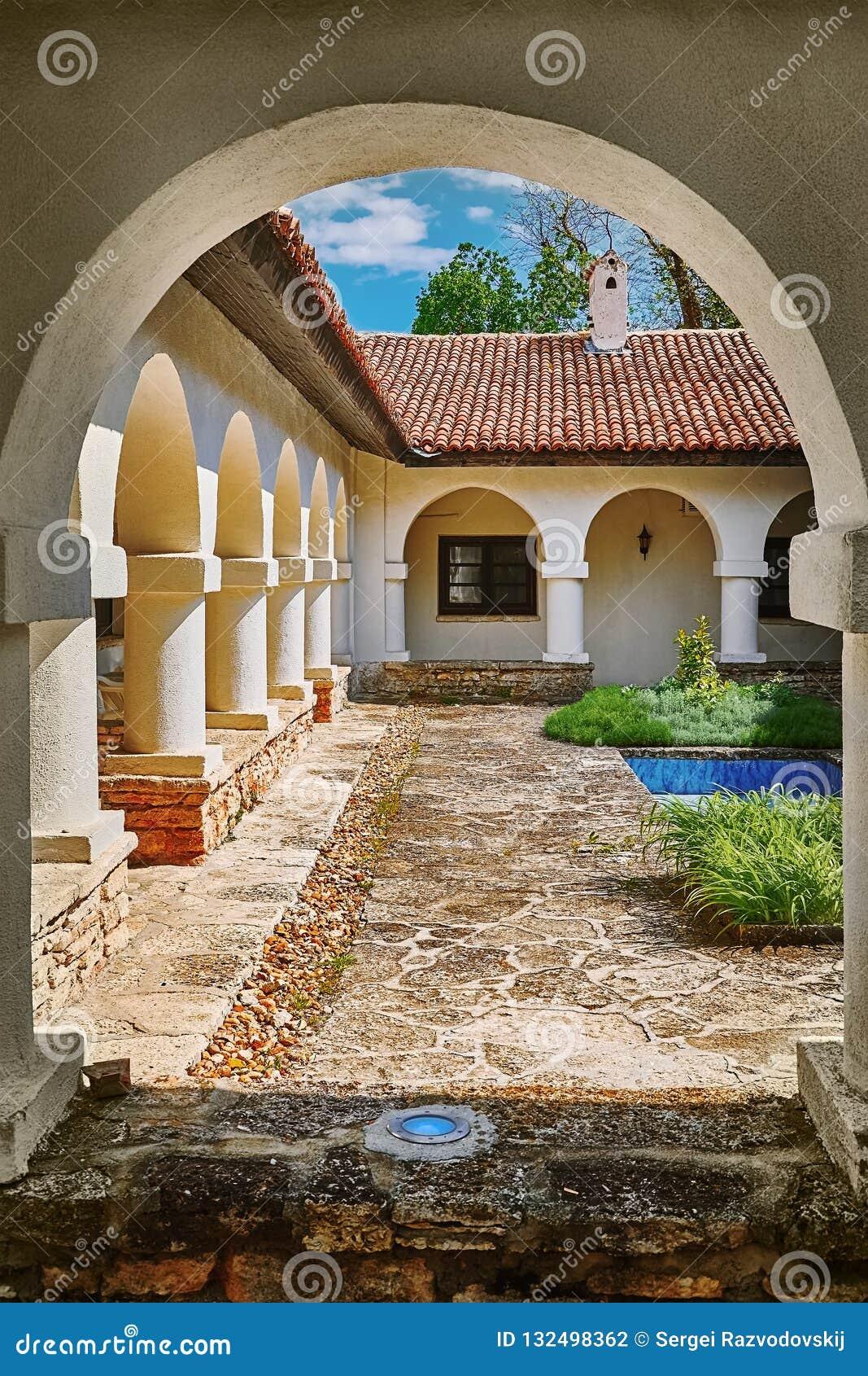 Podwórze monaster