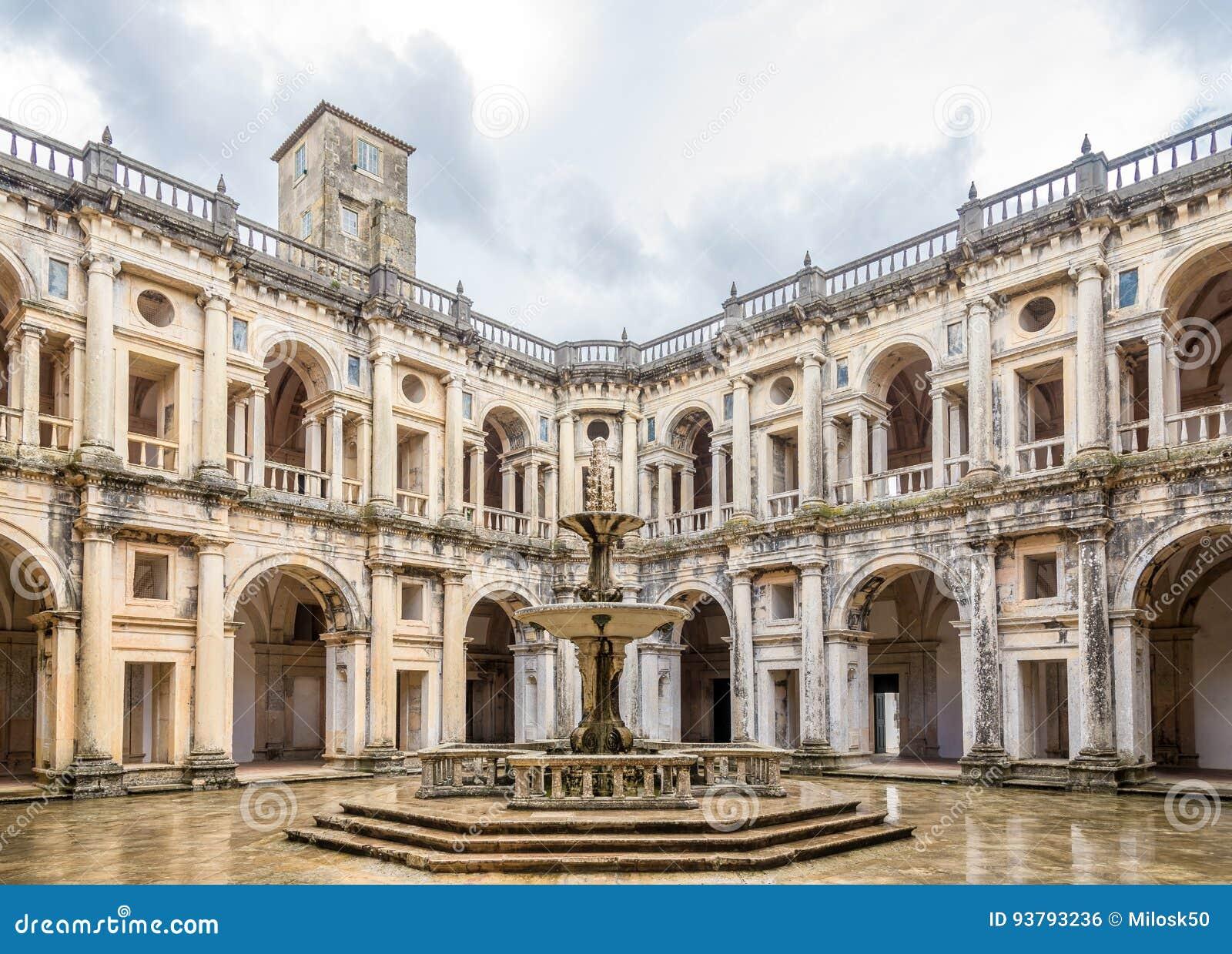 Podwórze monasteru klasztor Chrystus w Tomar, Portugalia