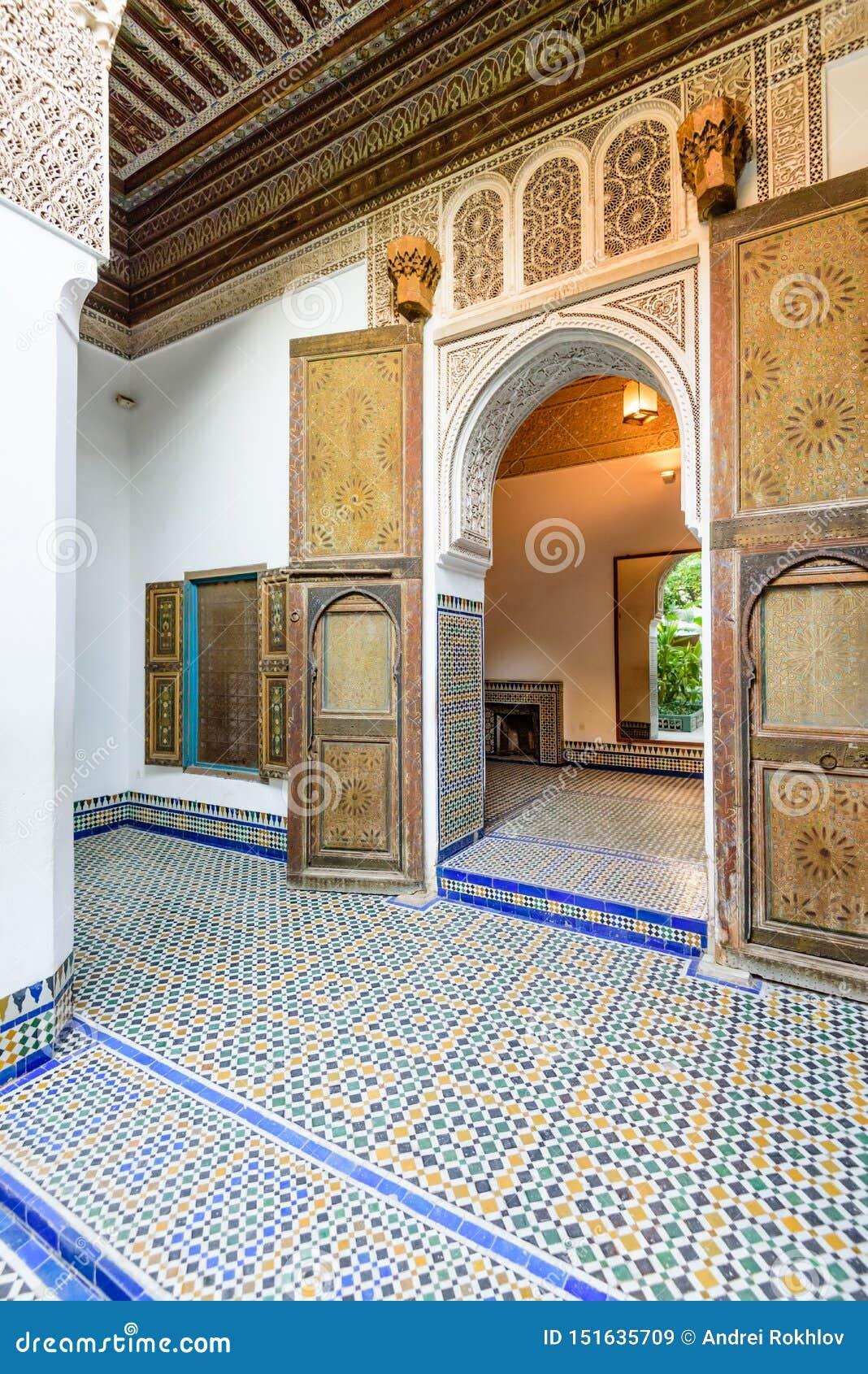 Podwórze przy El Bahia pałac w Marrakech starym miasteczku