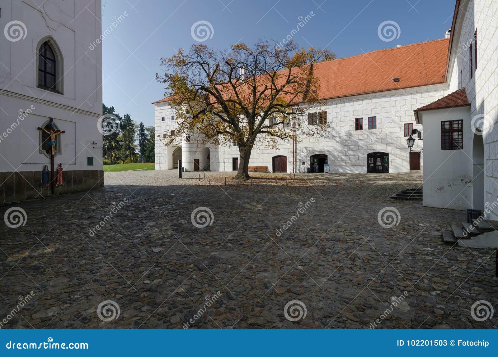 Podwórze Trebic kasztel wraz z bazyliką St Procopius, republika czech