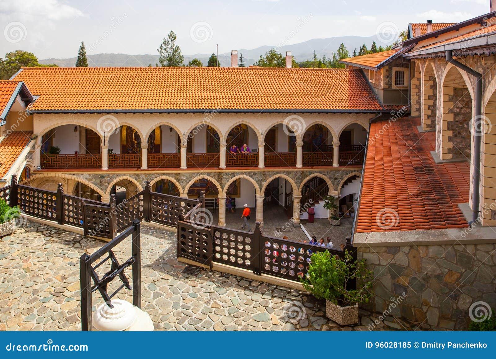 Podwórze w sławnym Kykkos monasterze