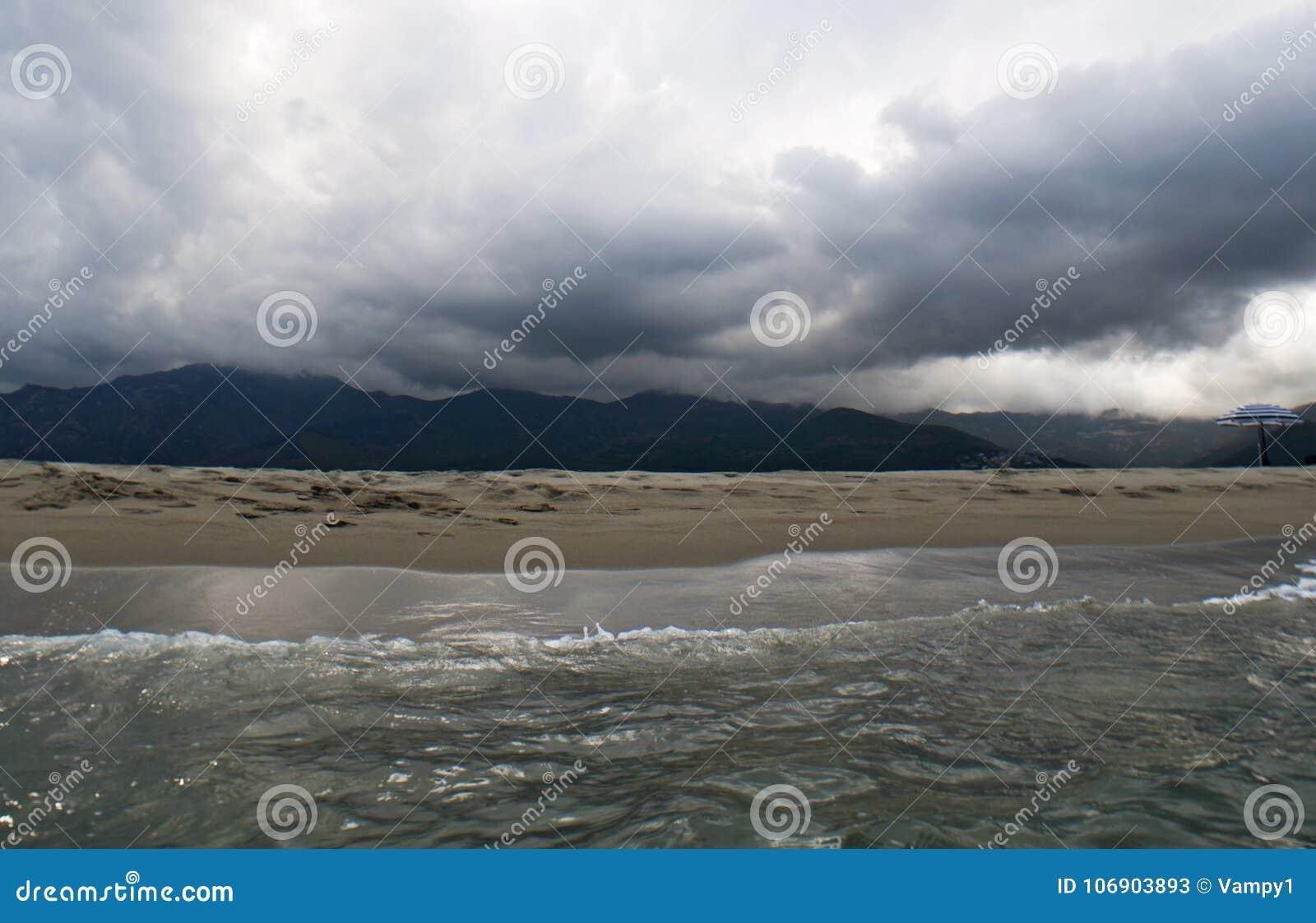 Pogoda sztormowa, plaża, morze, linia horyzontu, góra, Corsica, Haute Corse, Francja, Europa, wyspa