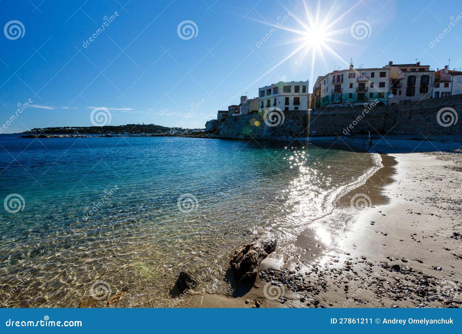 Pogodna Plaża w Miasteczku Antibes