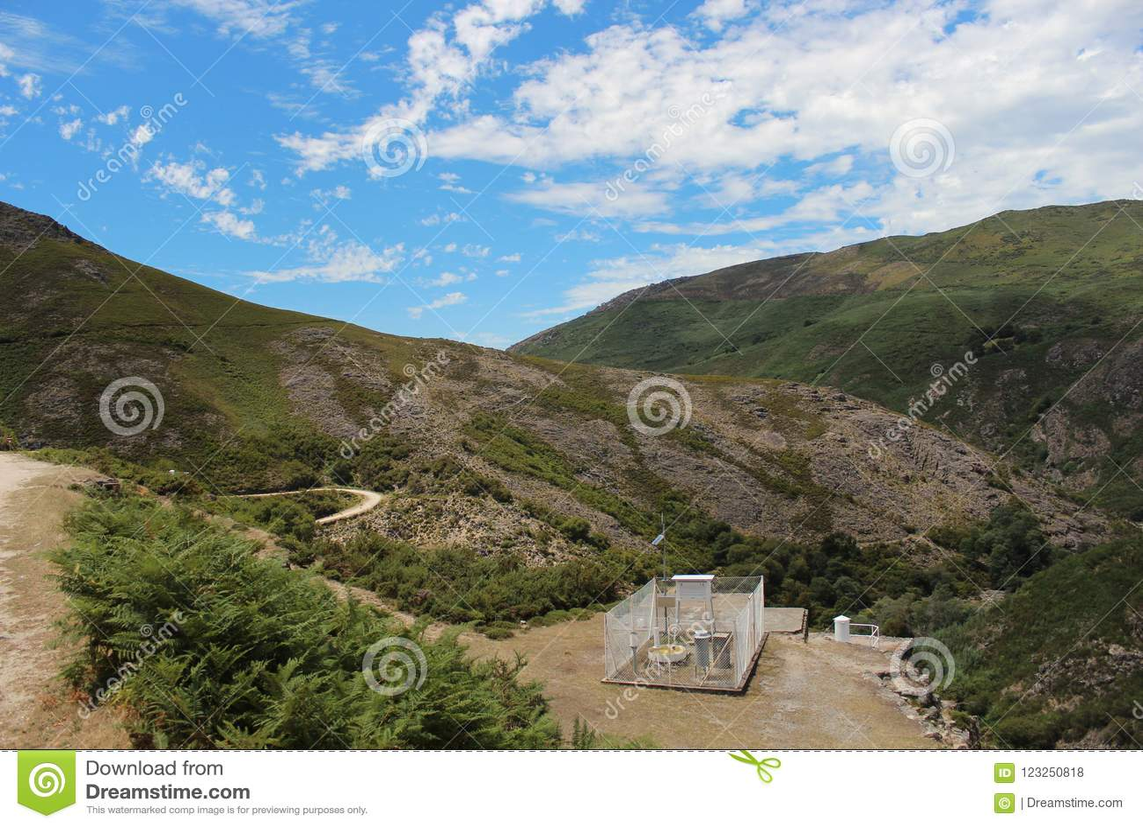 Pogodowa stacja przy wierzchołkiem piękna góra Gerï ¿ ½ s, Pora
