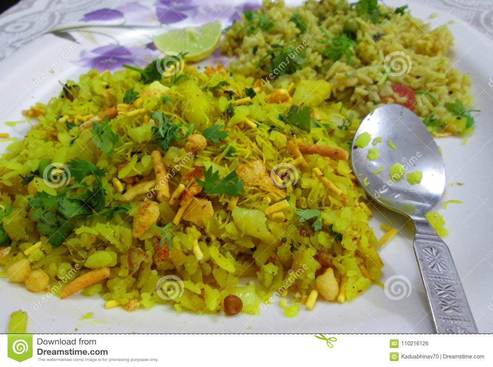 Poha και τηγανισμένο ρύζι