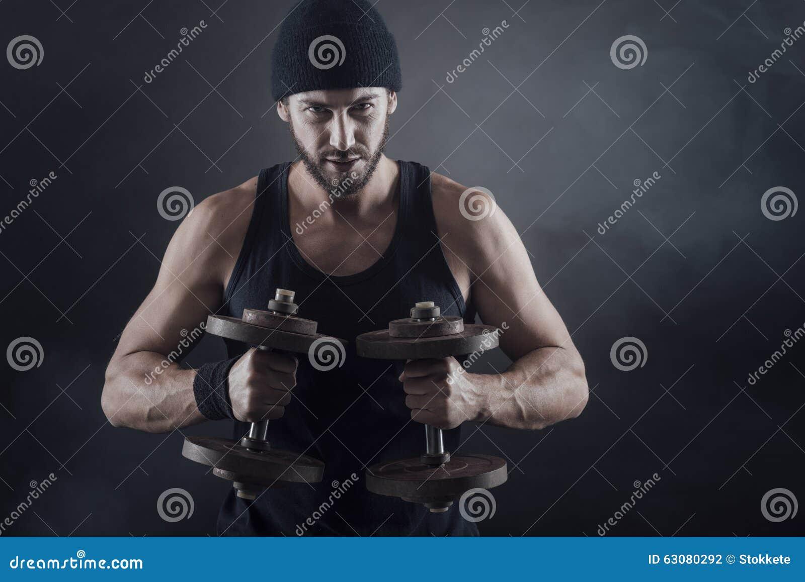 Download Poids De Levage D'homme Attirant Frais Photo stock - Image du résistance, inférieur: 63080292