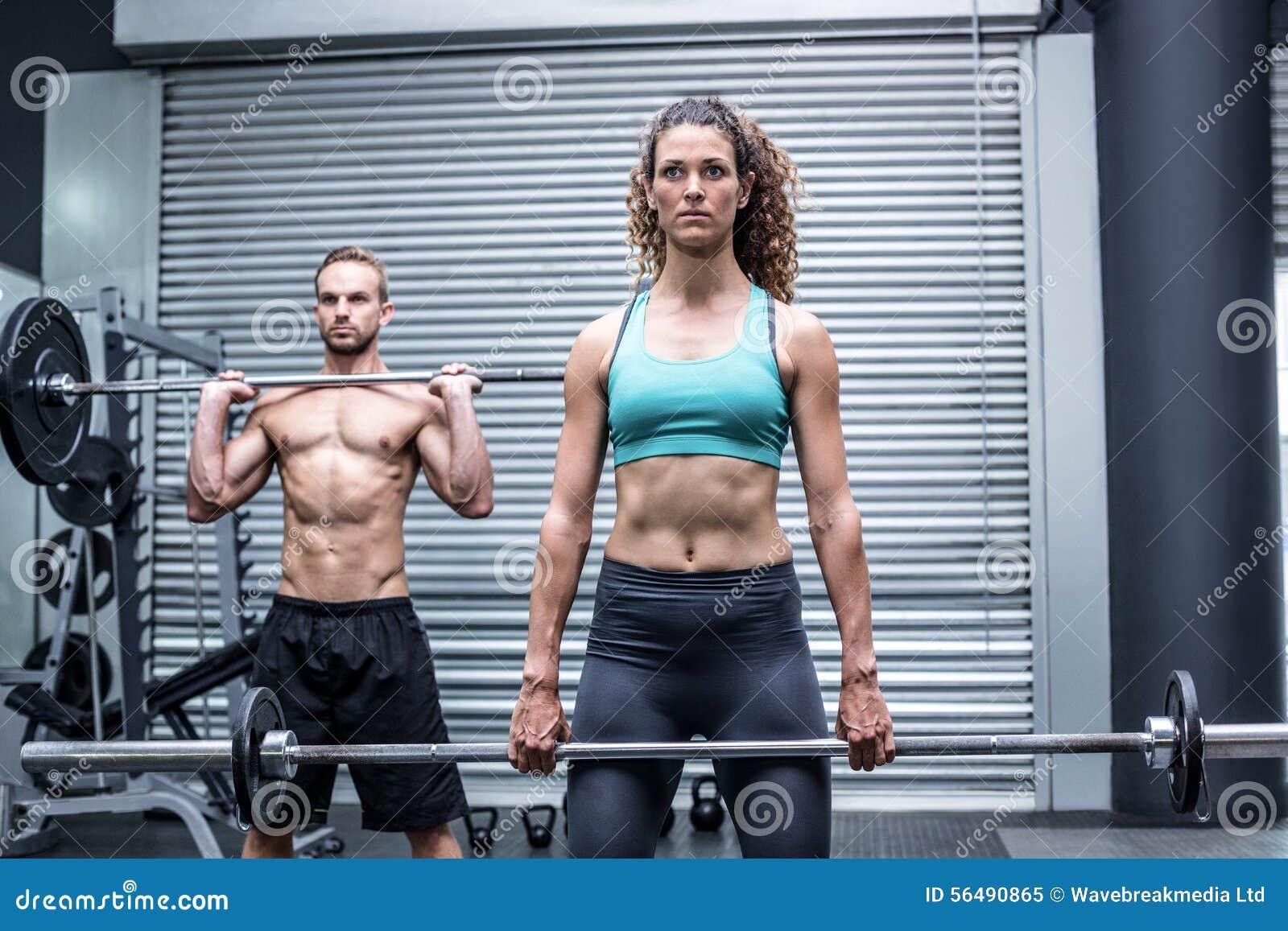 Poids de levage de couples musculaires ensemble
