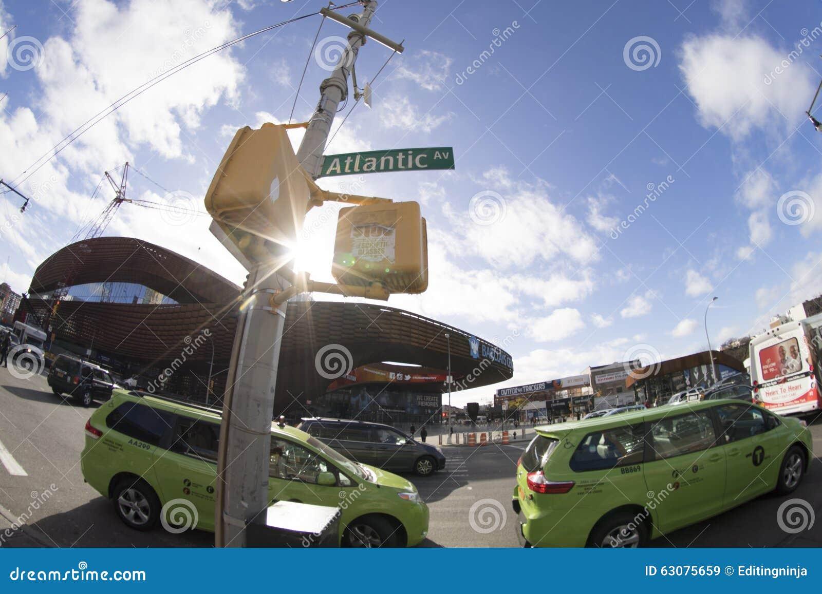 Download Poids Du Commerce Atlantique Chez Barclays Image stock éditorial - Image du york, taxi: 63075659