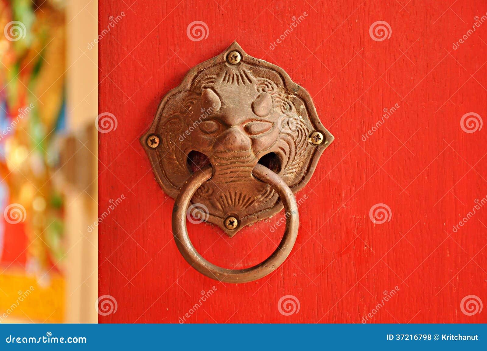 poign e de porte asiatique de style photos libres de droits image 37216798. Black Bedroom Furniture Sets. Home Design Ideas