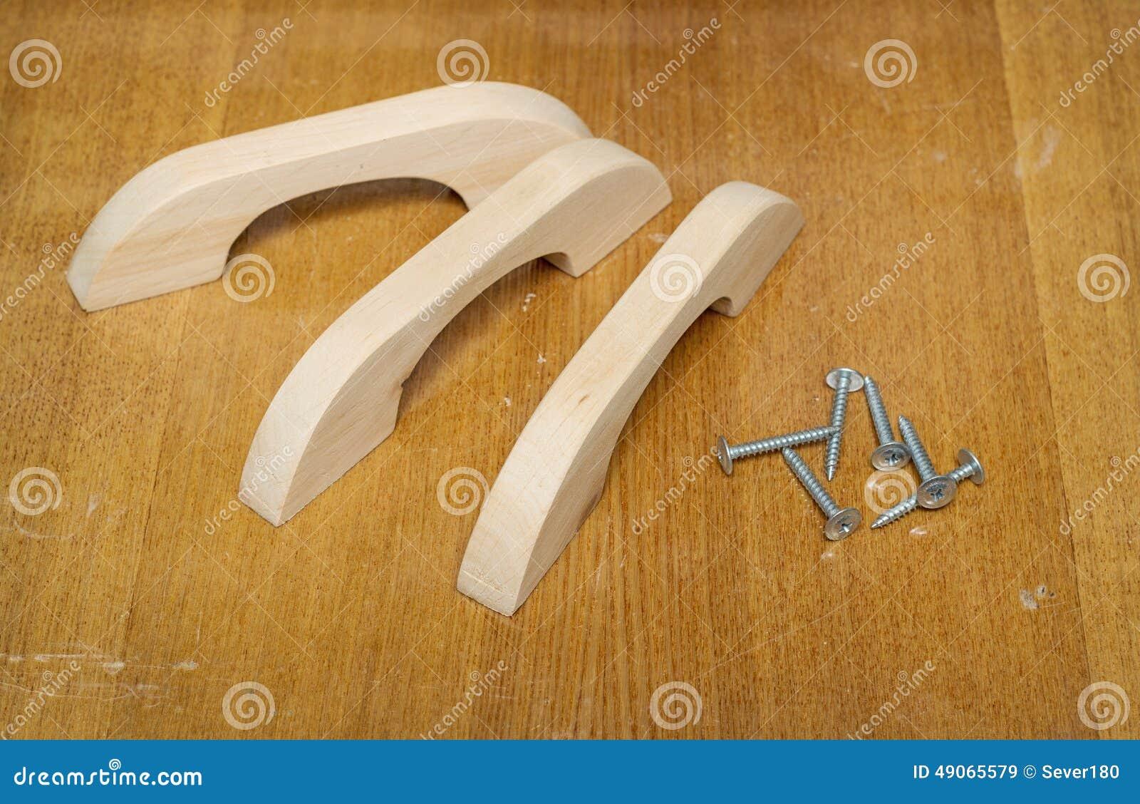Poign es en bois de meubles faites en aulne photo stock for Meuble en aulne