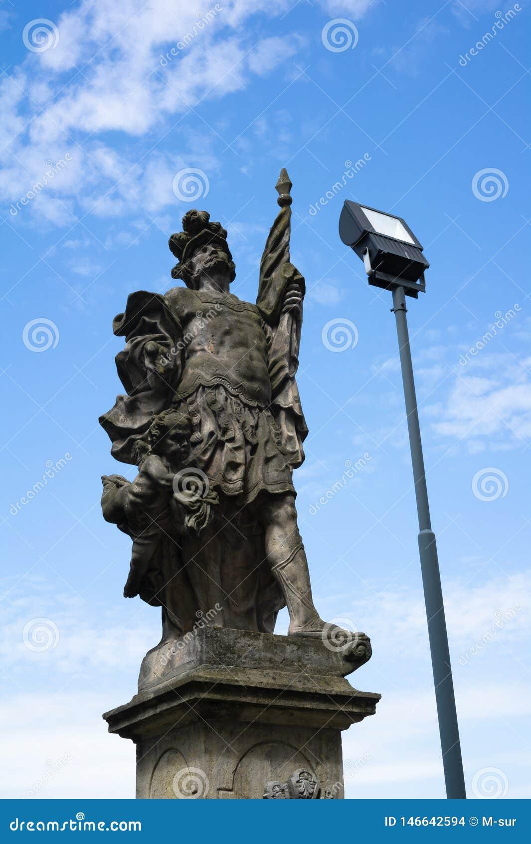 Point de repère baroque historique et foudre moderne