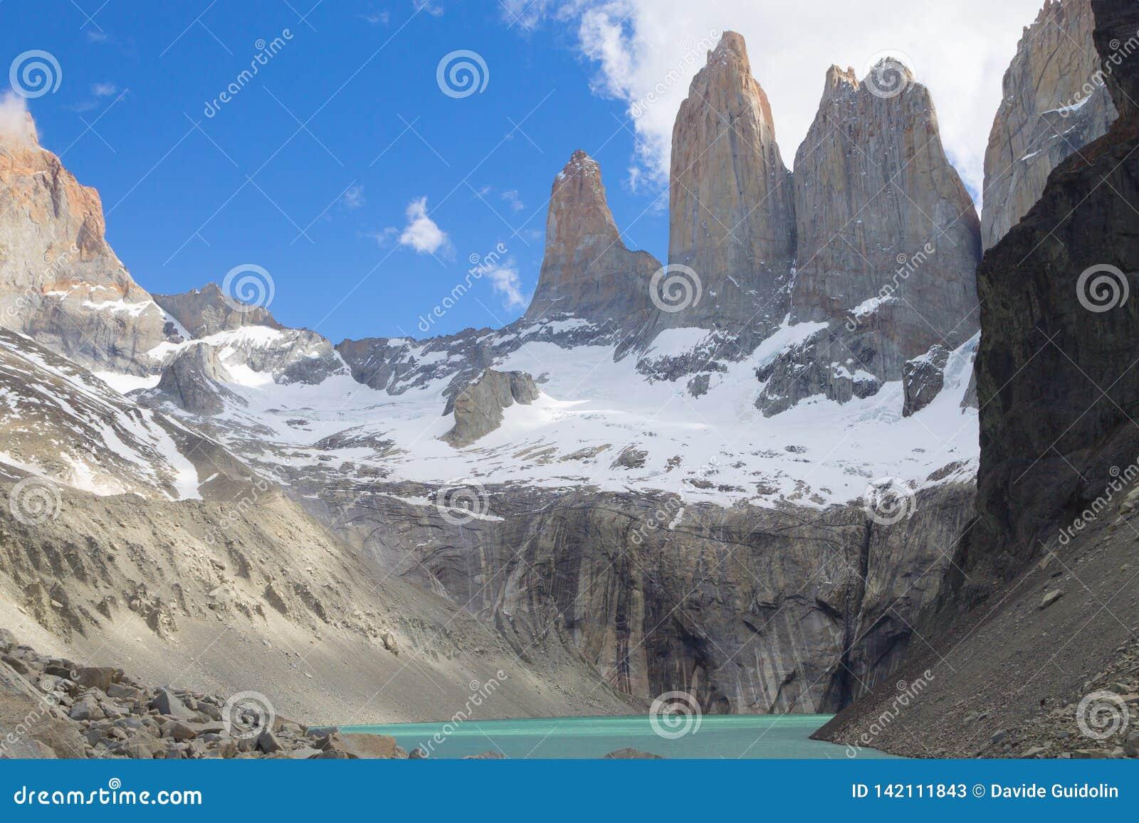 Point de vue bas de Las Torres, Torres del Paine, Chili