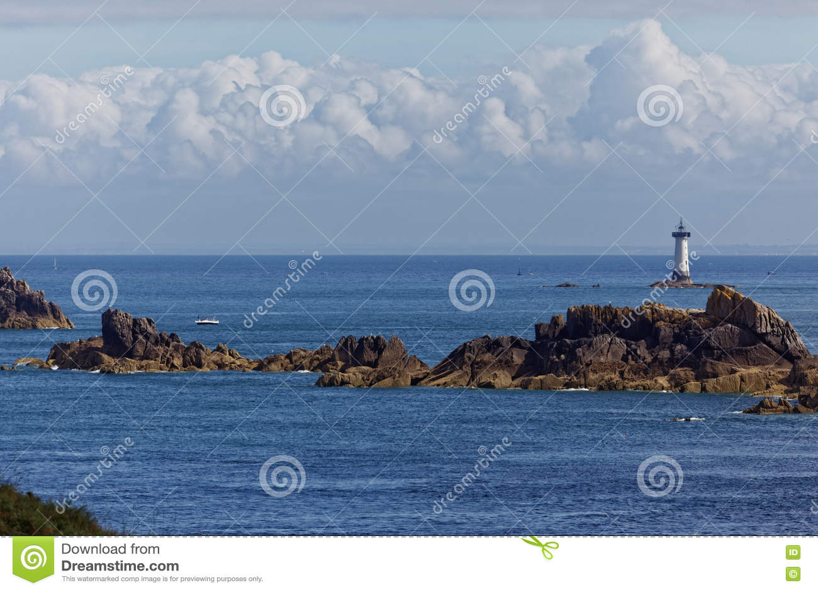 Pointe du Ljumske och fyr av Pierre-de-Herpin