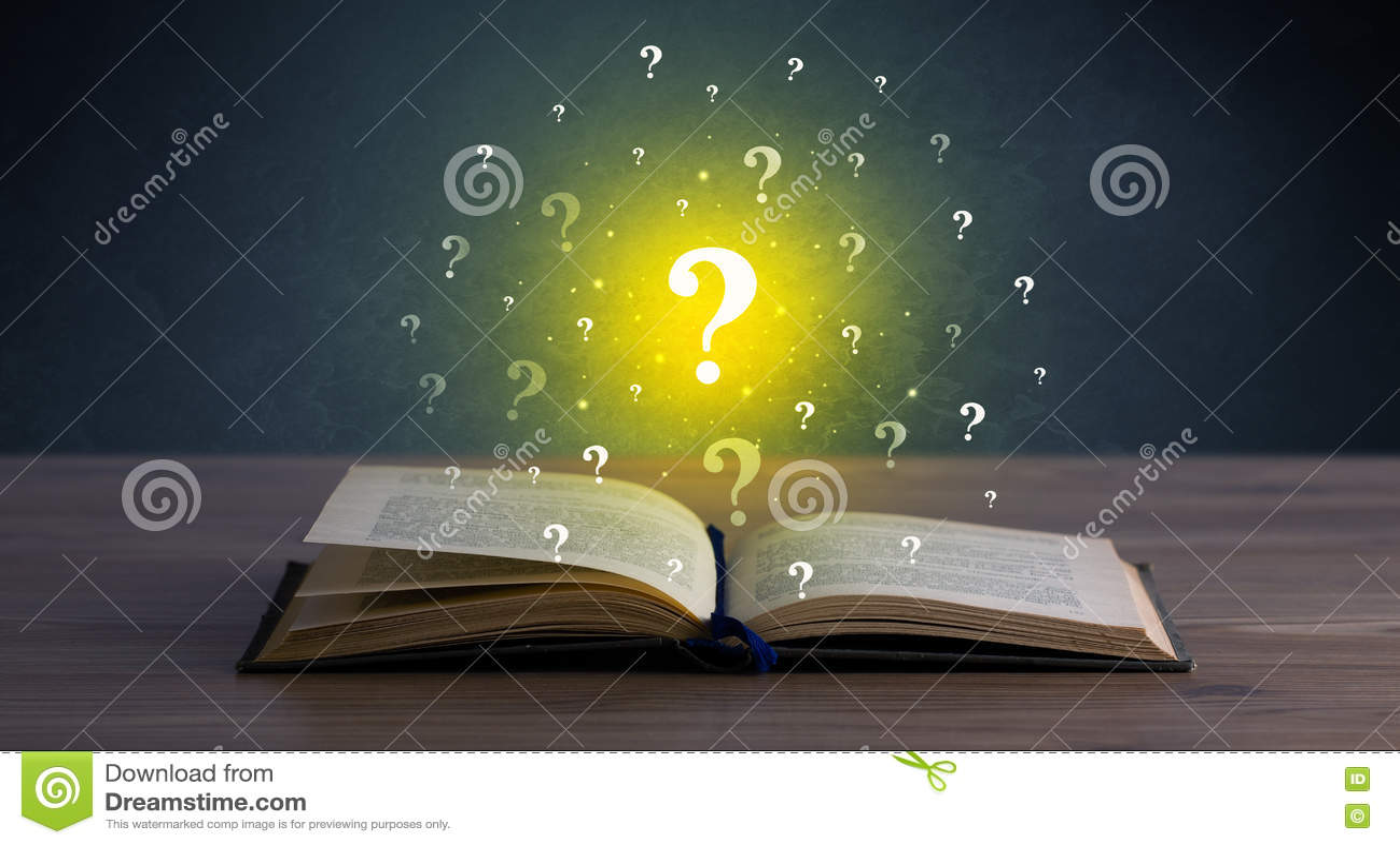 Points d interrogation au-dessus de livre