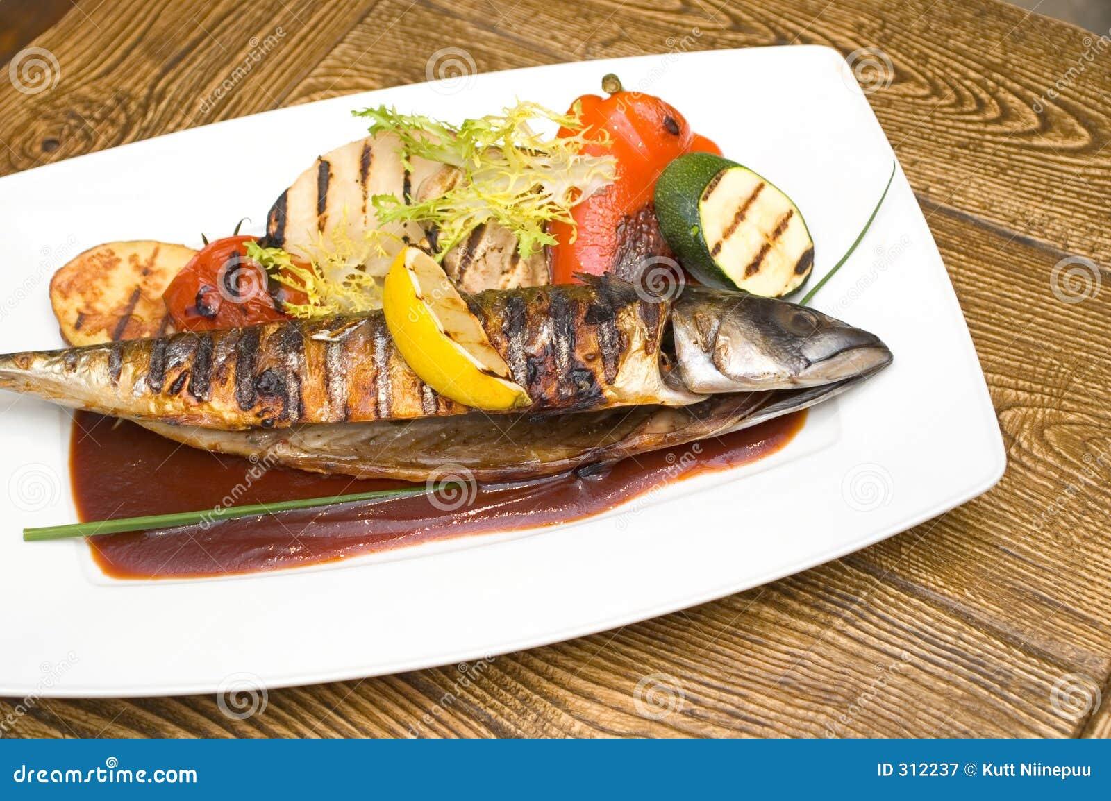 Poissons grill s image stock image du gril luxe sauce 312237 - Restaurant poisson grille paris ...