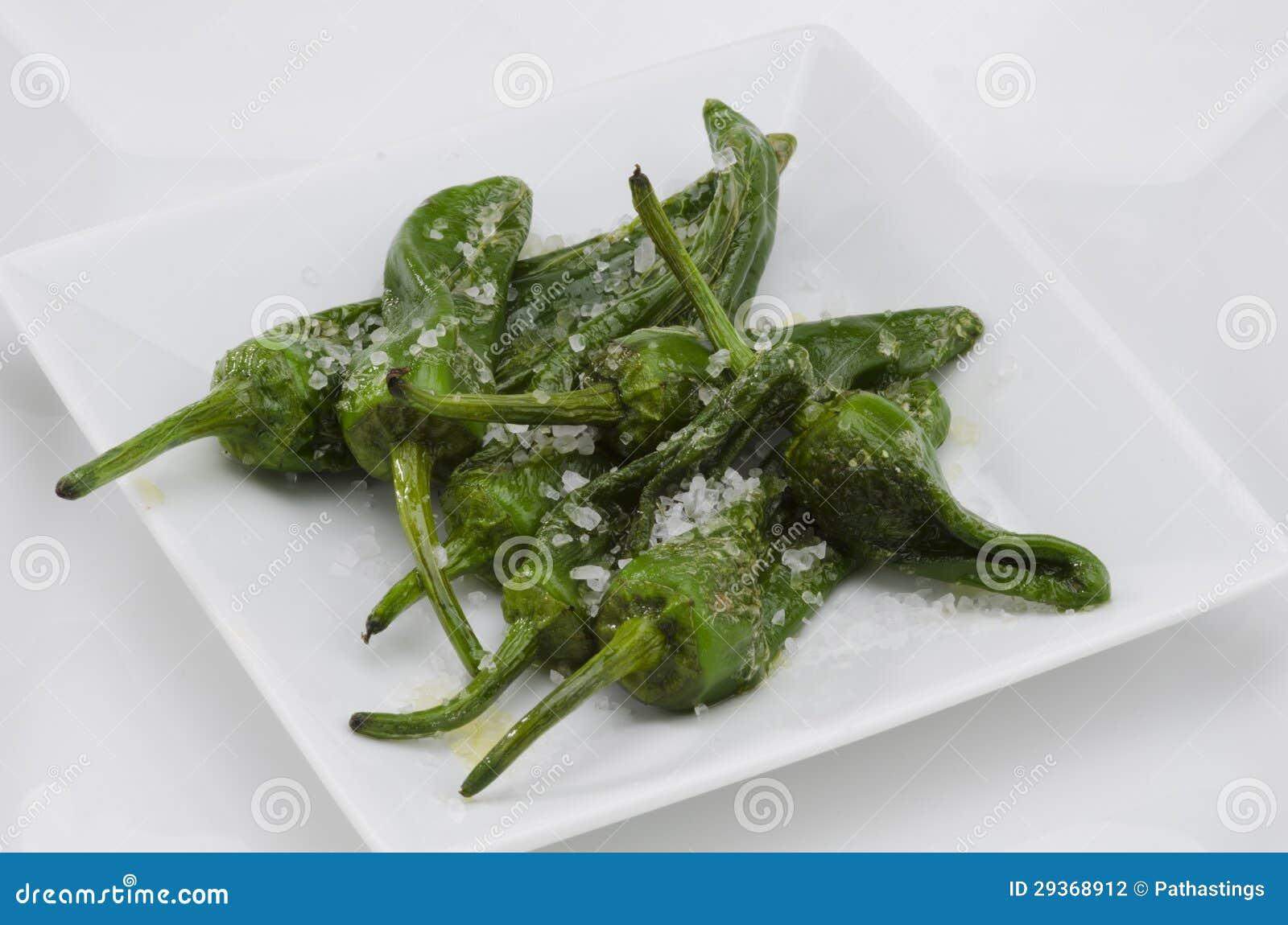 Poivrons verts frits pimientos del padron cuisine - Cuisiner le poivron vert ...