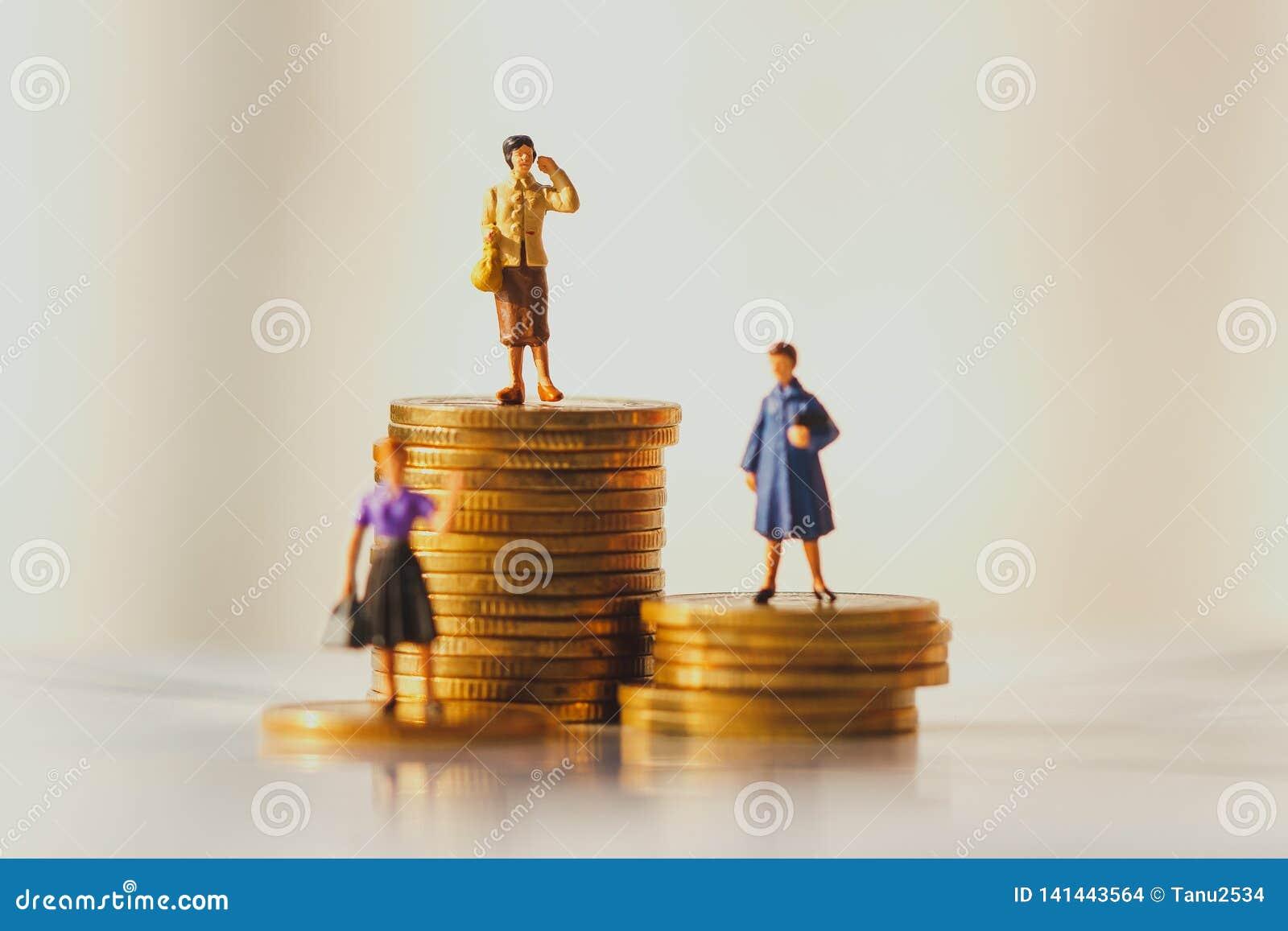 Pojęcie emerytura pieniądze plan i oszczędzania wzrostowi