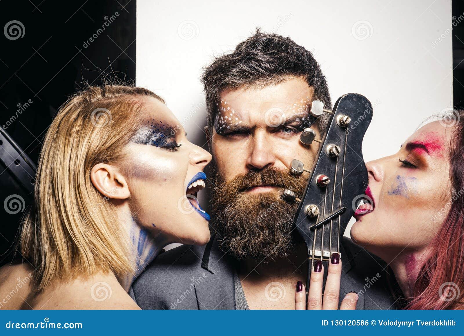 Pojęcia gitary elektrycznej ilustraci muzyka Miłości muzyka Ludzie z gitarą bawić się muzykę Naprawdę cieszymy się muzykę wpólnie