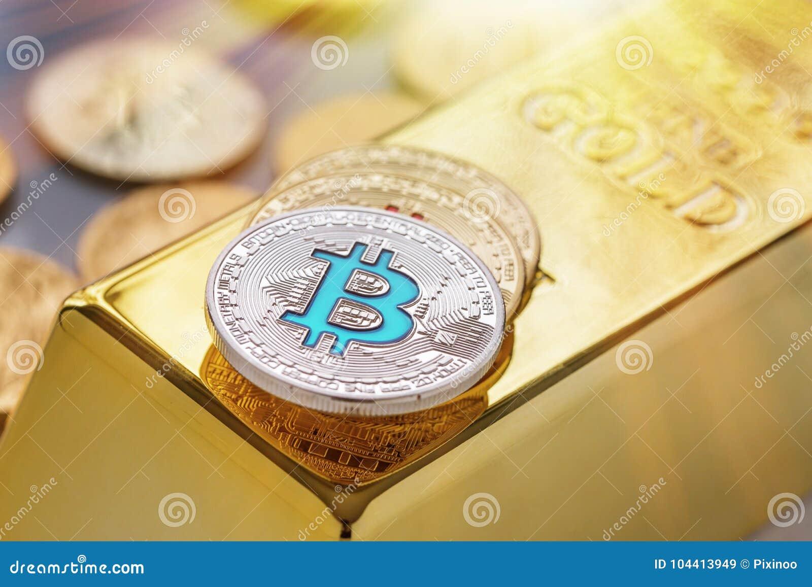 Pojęcie Cryptocurrency fizyczny bitcoin z złocistym barem i sunburst skutkiem