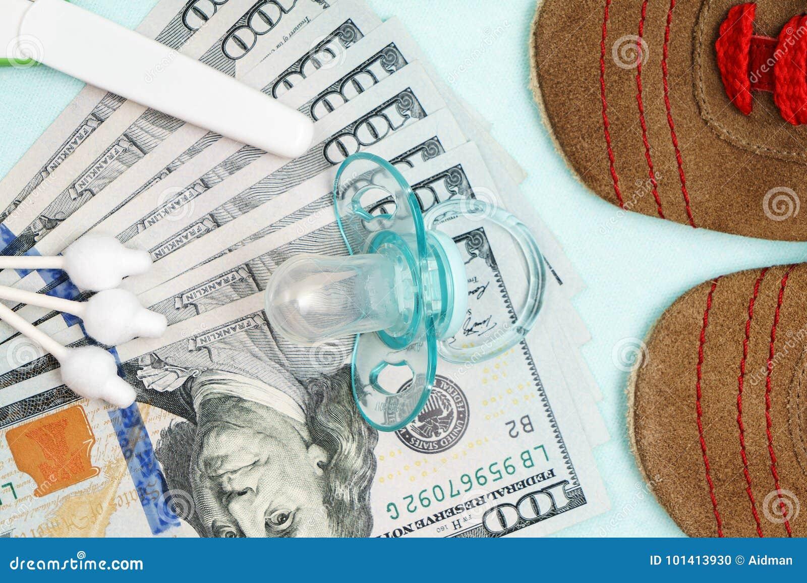 Pojęcie koszty i wydatek dla potrzeb nowonarodzony dziecko lub niemowlak