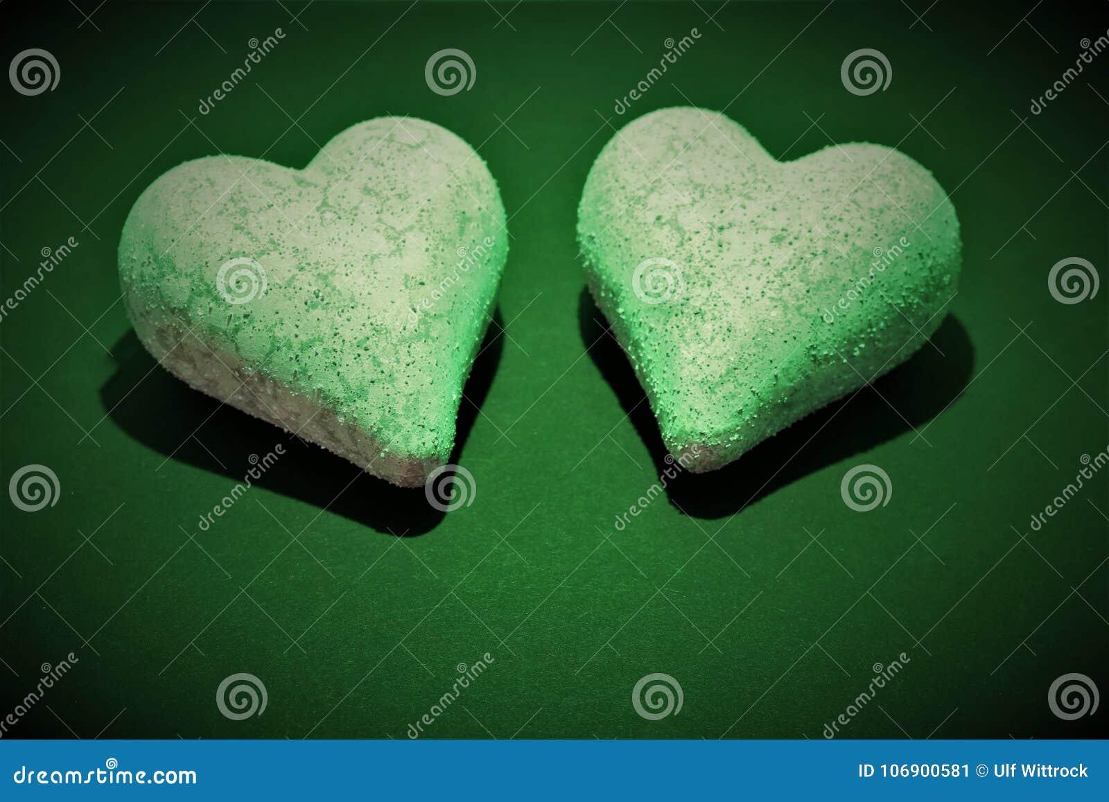 Pojęcie wizerunek dwa serca z kopii przestrzenią -