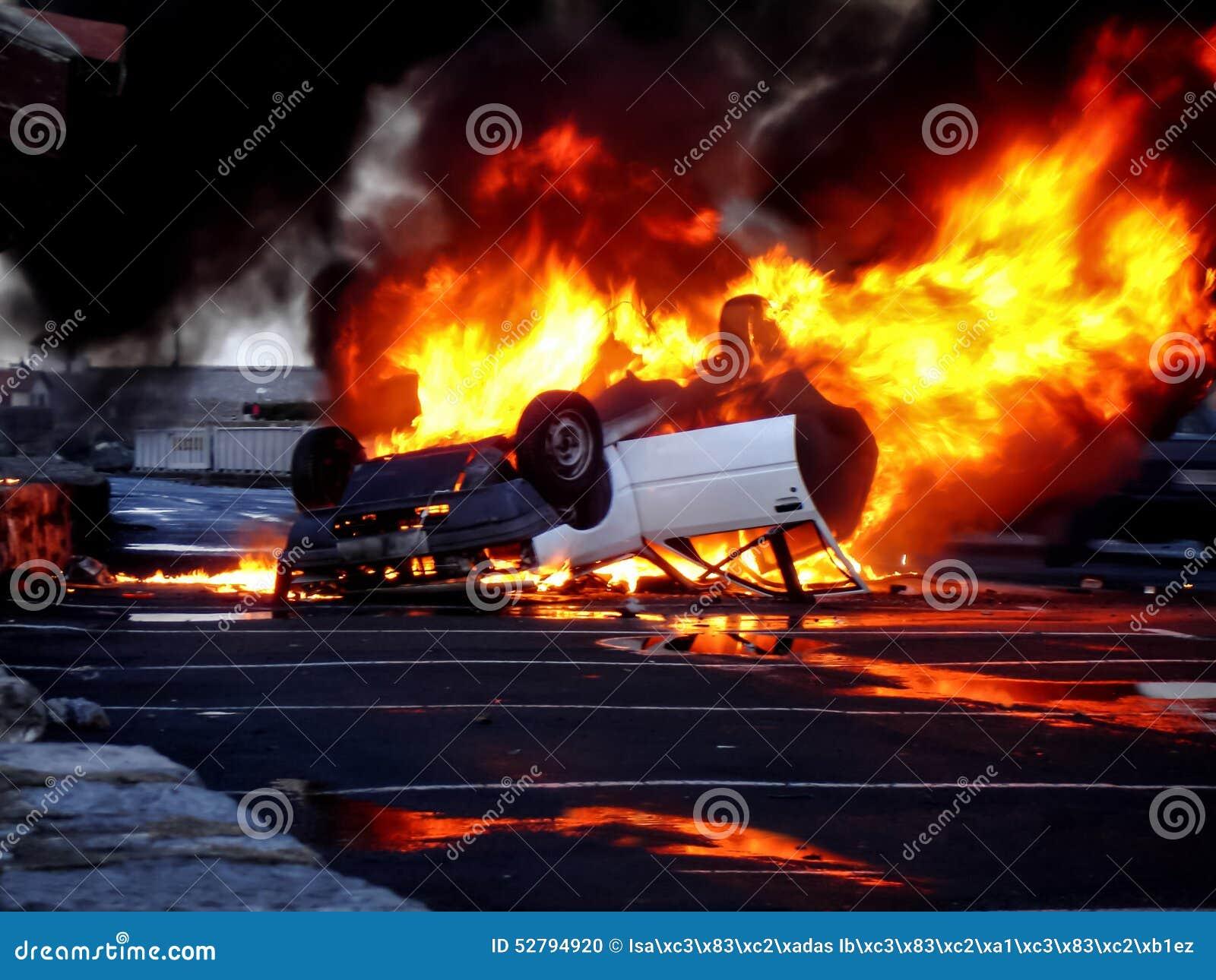 Pojazd obalający w płomieniach