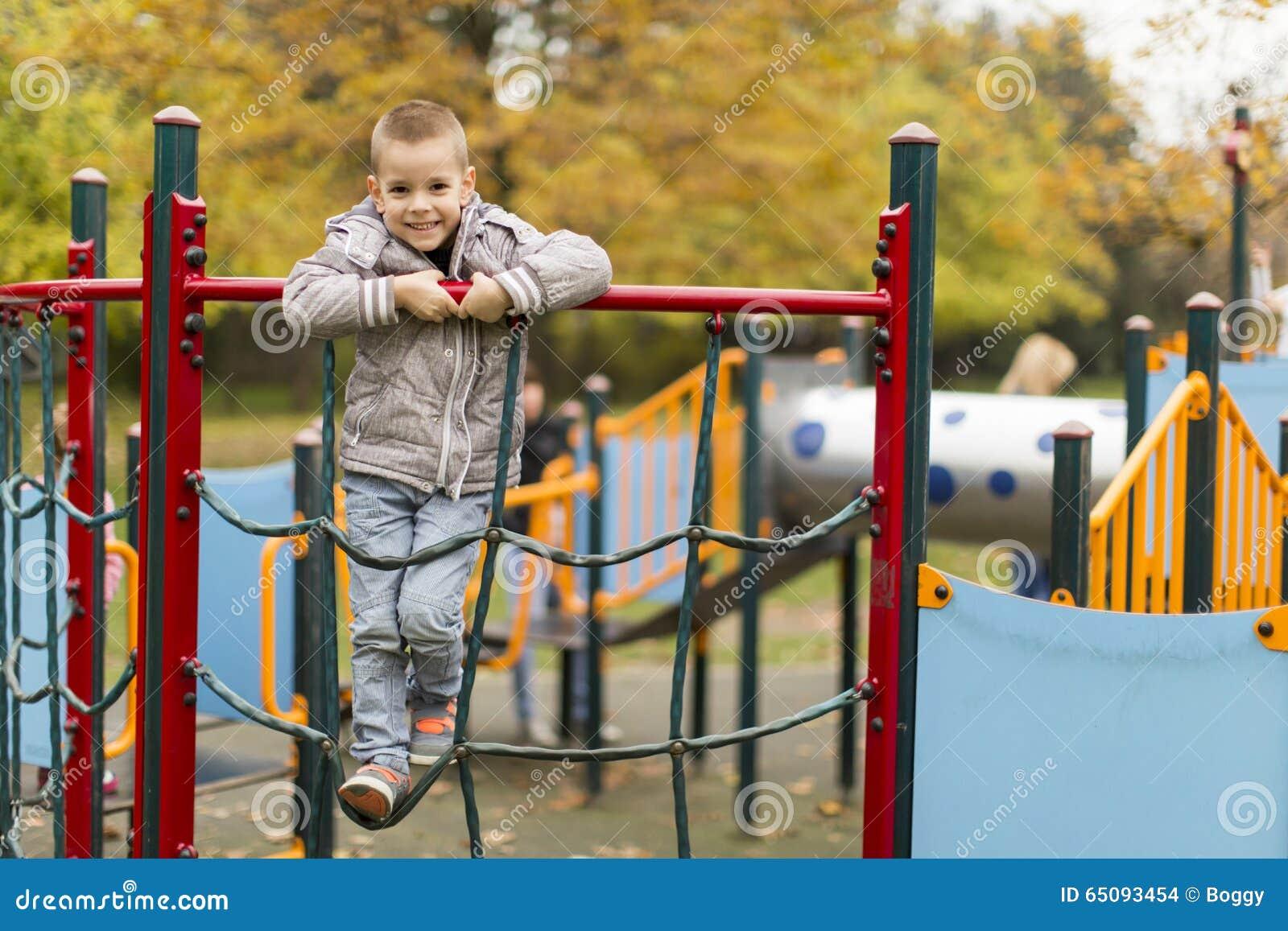Pojke little lekplats