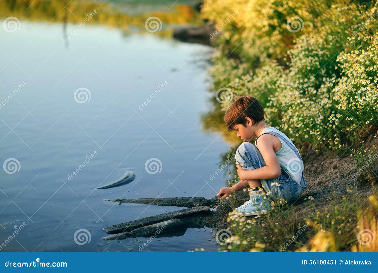 Pojke vid floden