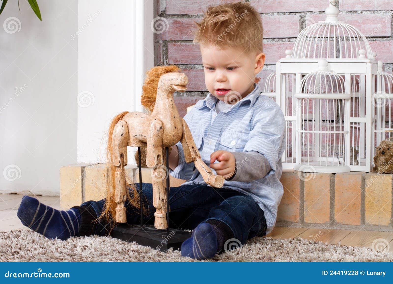 Pojkehäst little toy