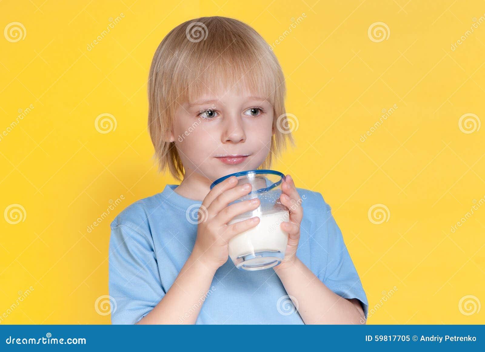 Pojken som dricker mjölkar little