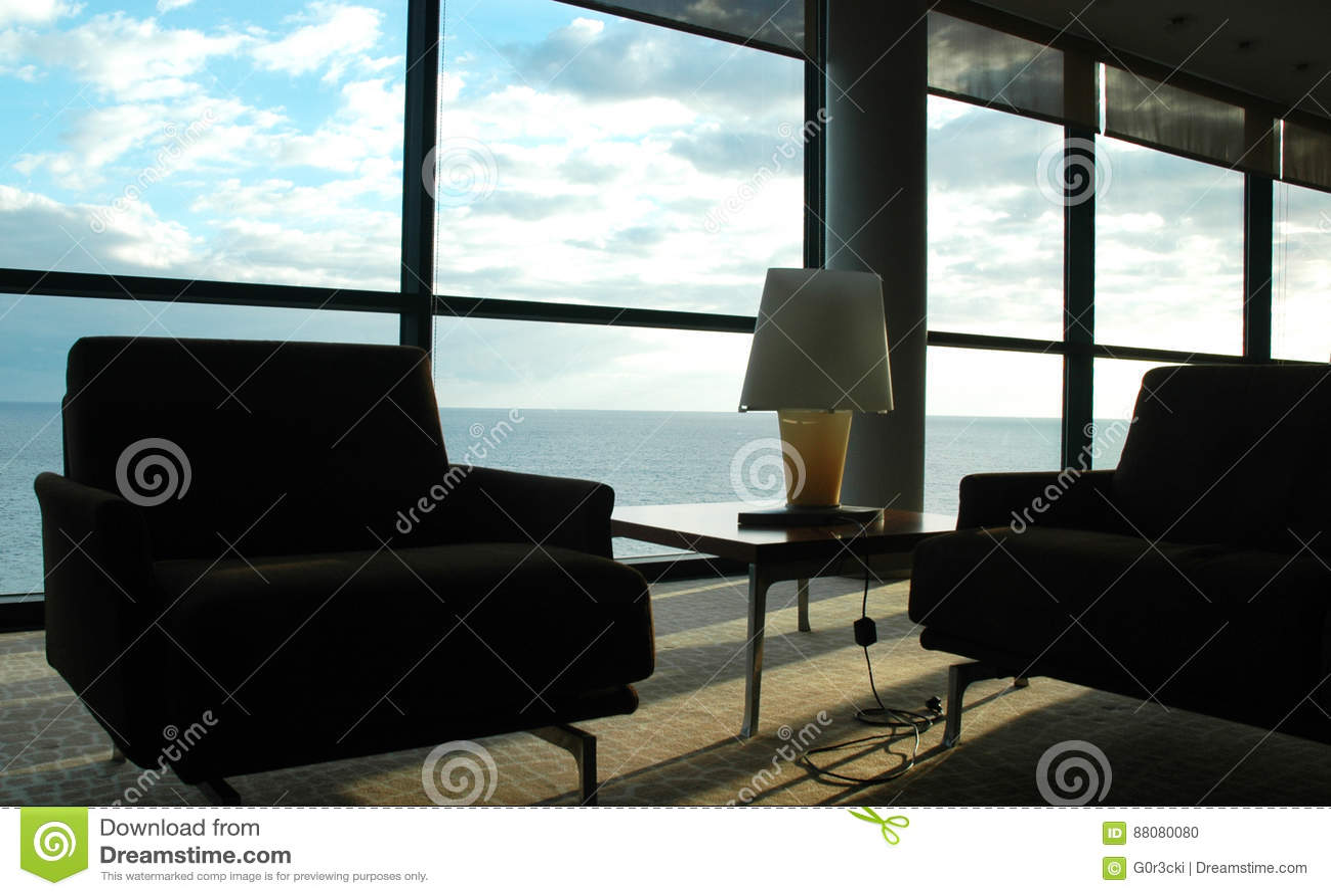 Pokój w niebie - Pokojowy kąt, niebieskiego nieba i wody widok, Domowy wnętrze