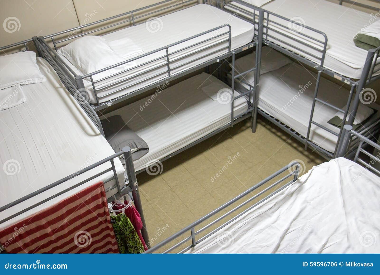 Pokój z osiem koj łóżkami