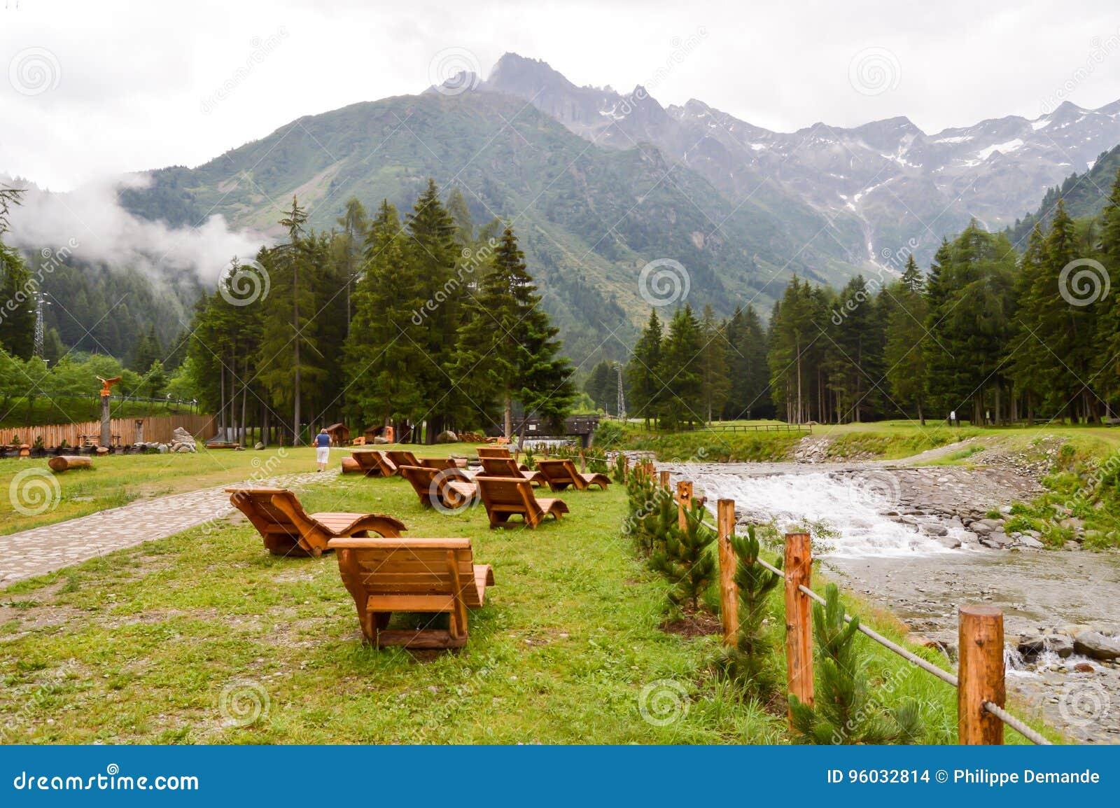 Pokładów krzeseł prążkowany up obszycie góra
