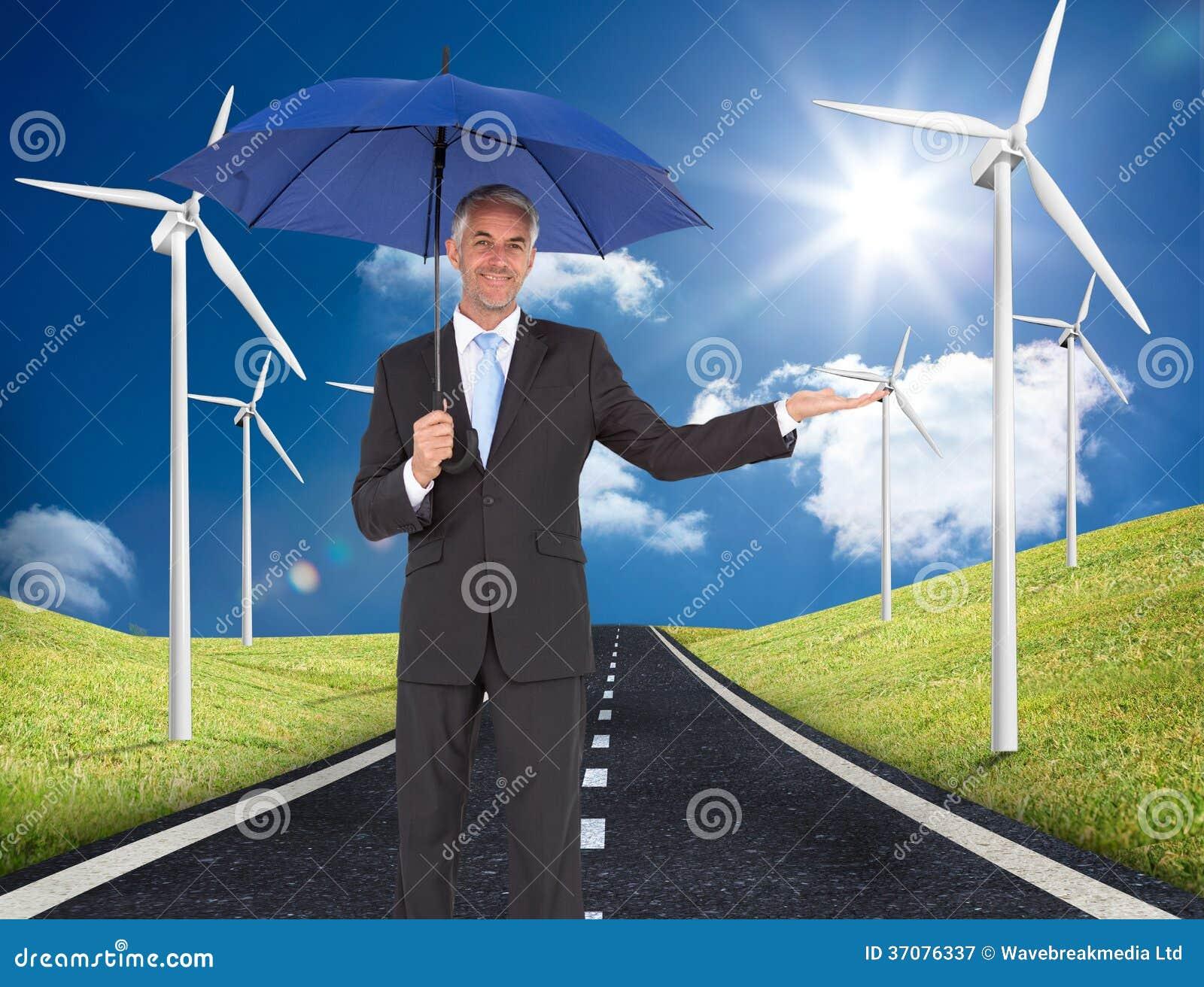 Download Pokojowy Biznesmen Trzyma Błękitnego Parasol Obraz Stock - Obraz złożonej z horyzont, chmura: 37076337