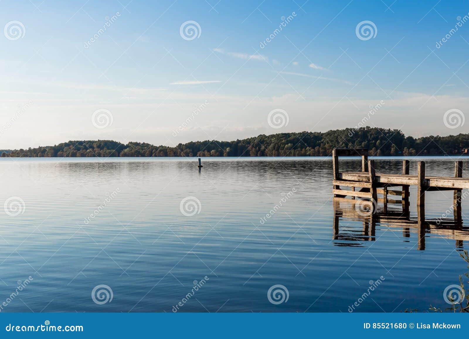 Pokojowy dzień przy Missouri jeziorem