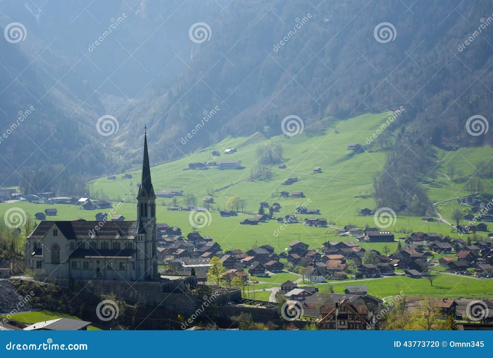 Pokojowy Szwajcarski miasteczko
