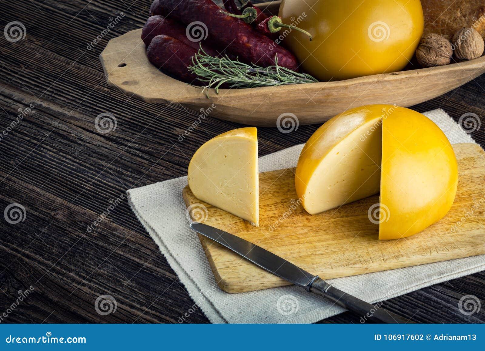 Pokrojeni domowej roboty cakle x27 i cow&; s ser