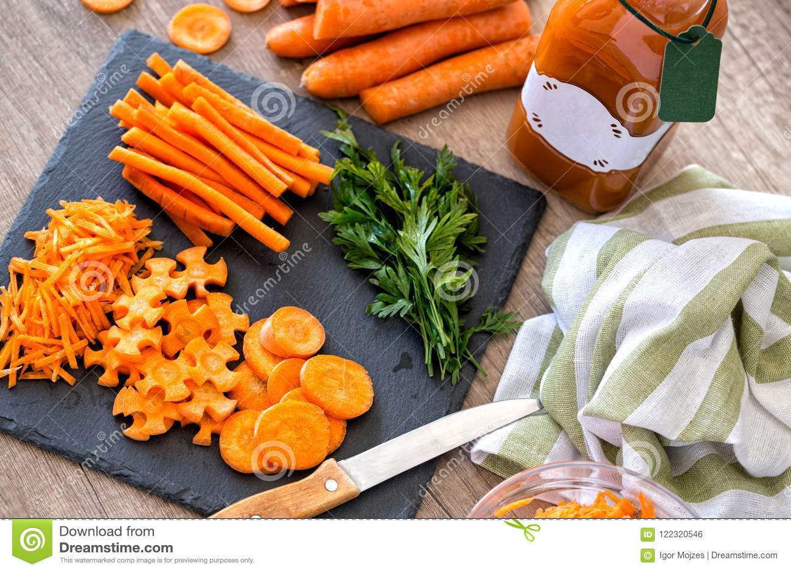 Pokrojonej odżywki organicznie surowy marchwiany odgórny widok