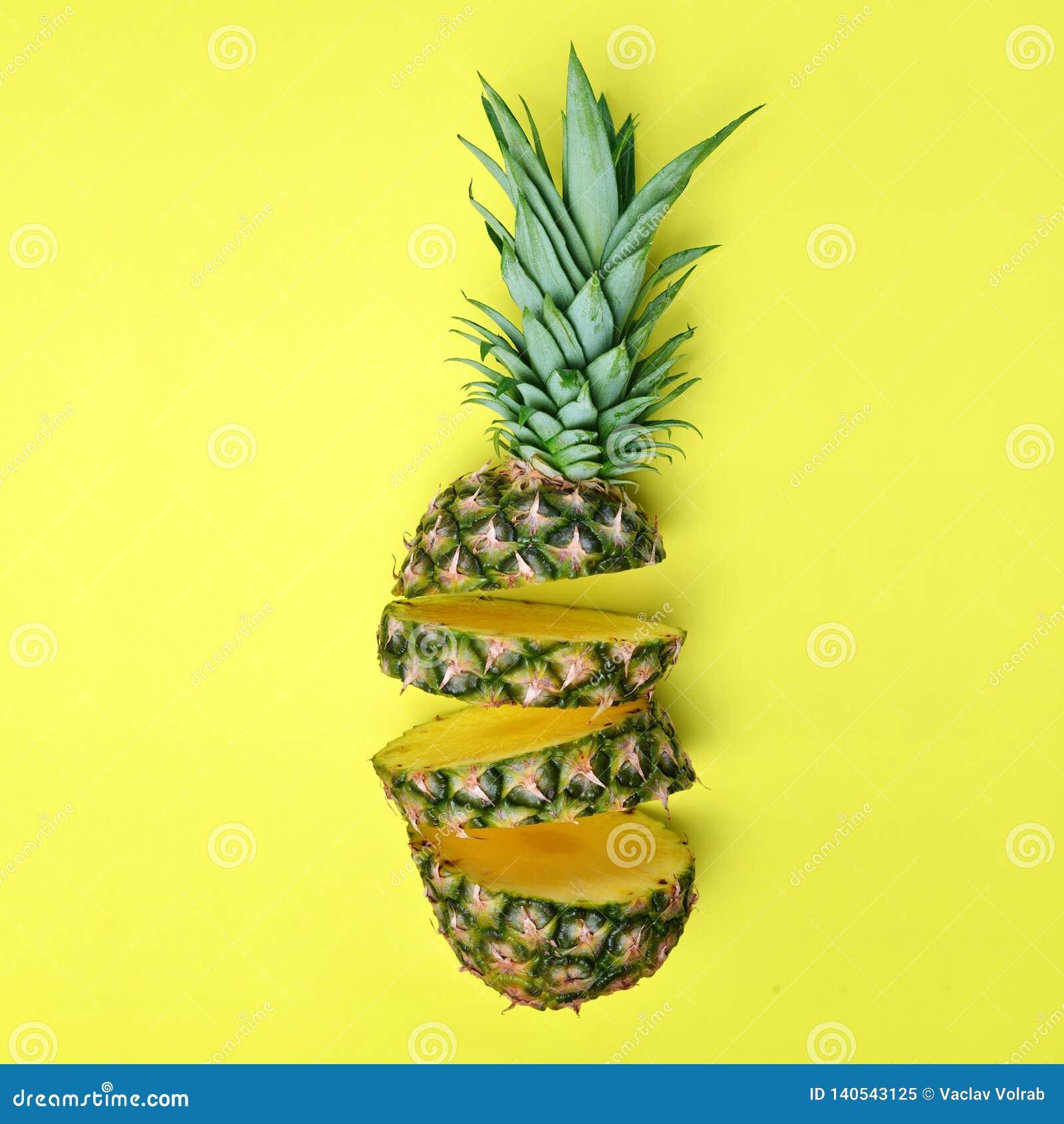Pokrojony świeży tropikalnej owoc ananas