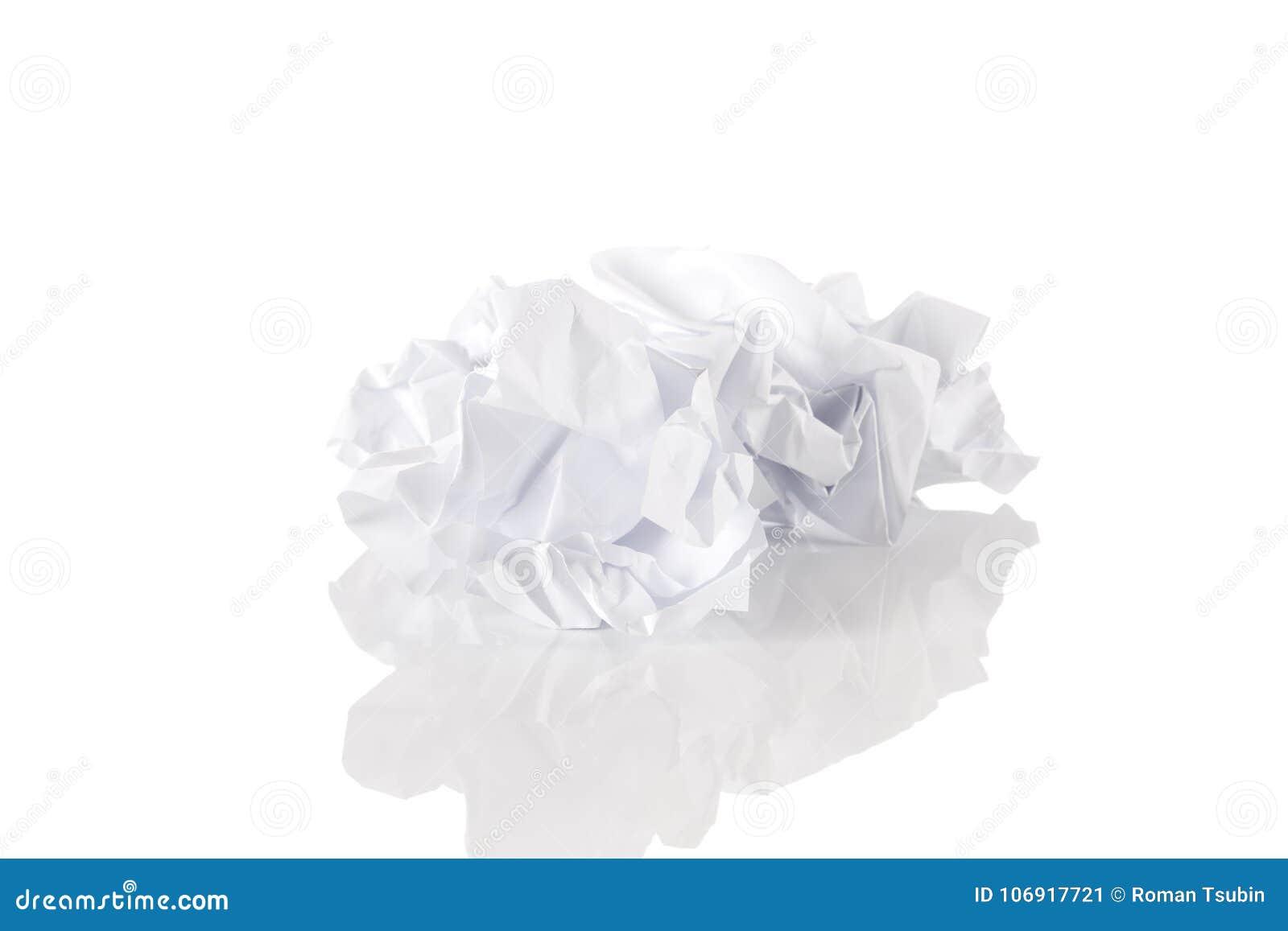Pokruszony papier nad białym tłem