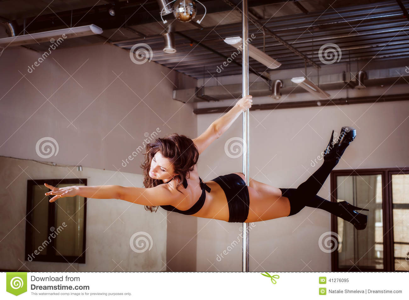A young dancer dancing between a blowjob and a saw - 4 5