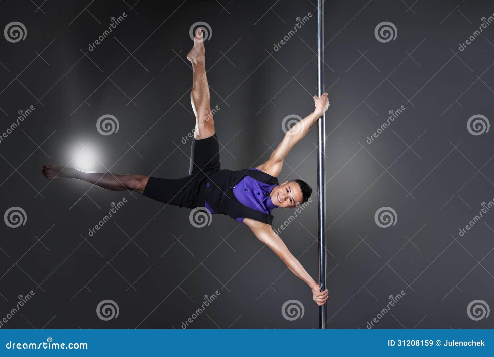 Pole dansman över svart bakgrund med exponeringar
